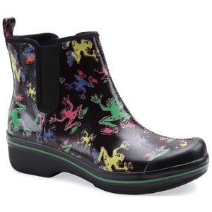 DANSKO 🐸 Vail Vegan Frog Rain Garden Ankle Boots